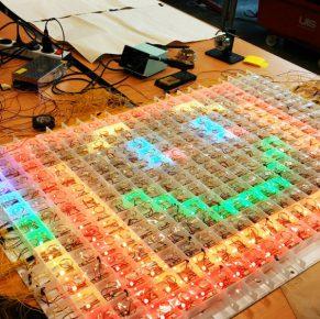 Studenten maken led-speelgoed voor zieke kinderen